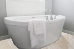 Pardoseala de travertin pentru baie