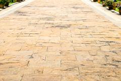 Pavarea curtii cu sandstone maro