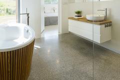 Pardoseala de granit galben pentru baie